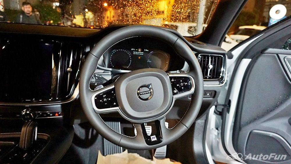 Volvo S60 2019 Interior 005