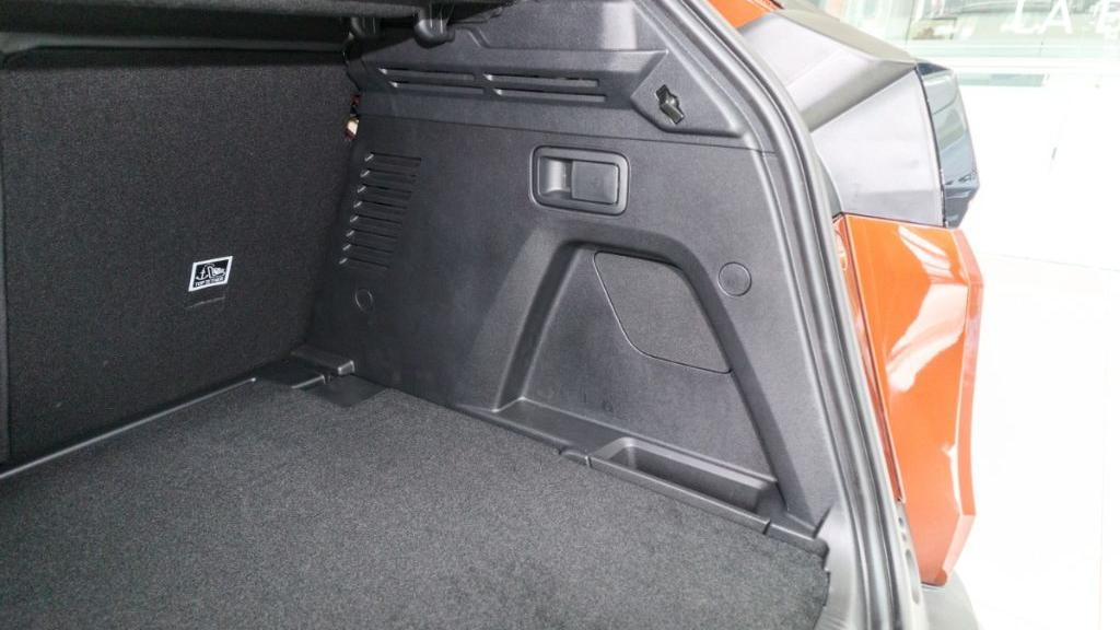 Peugeot 3008 2019 Interior 047