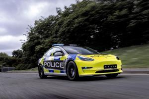 Kecewa dengan Performa Nissan Leaf dan BMW i3, Polisi Inggris Beralih Pakai Tesla Model 3 untuk Buru Penjahat
