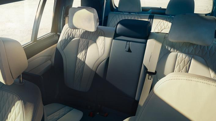 2021 BMW X7 xDrive40i Opulence Interior 008