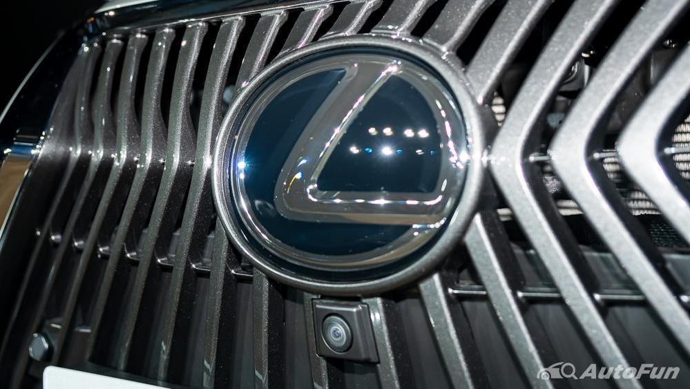 Lexus ES 2019 Exterior 013