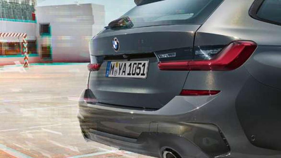 BMW 320i Touring M Sport Exterior 005