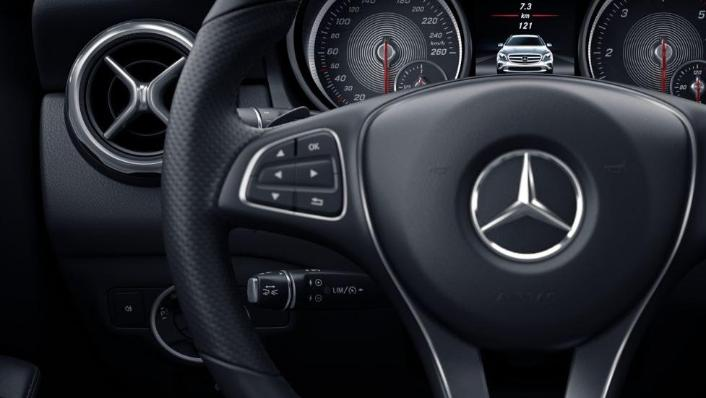 Mercedes-Benz GLA-Class 2019 Interior 006