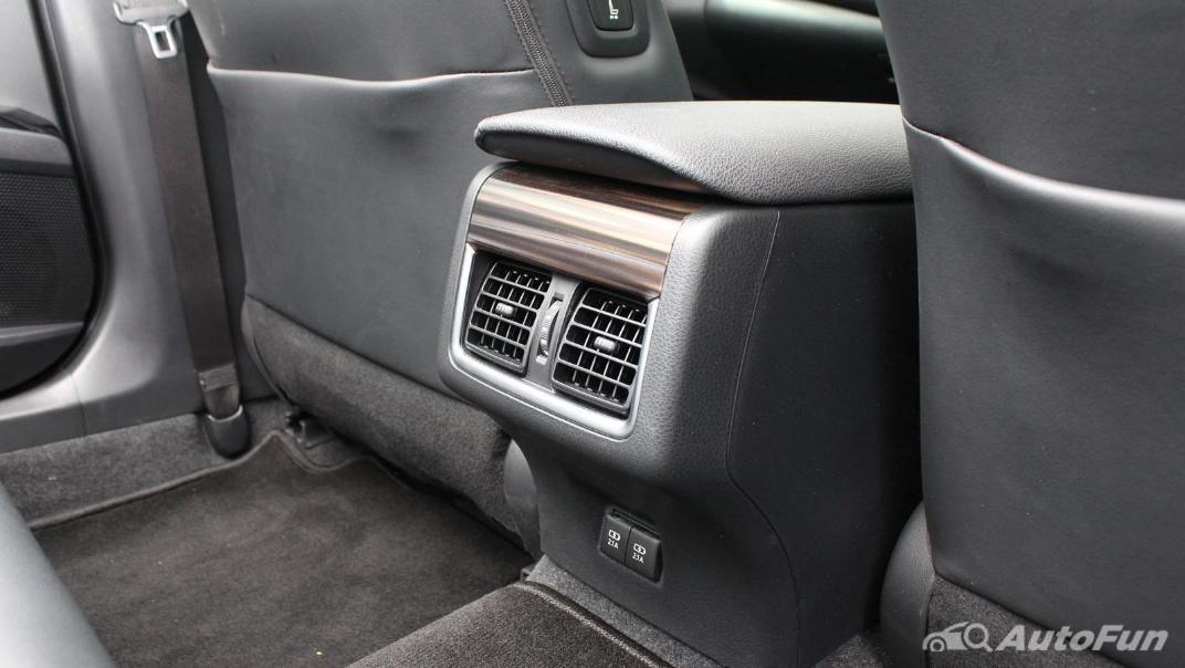 Toyota Camry 2019 Interior 067