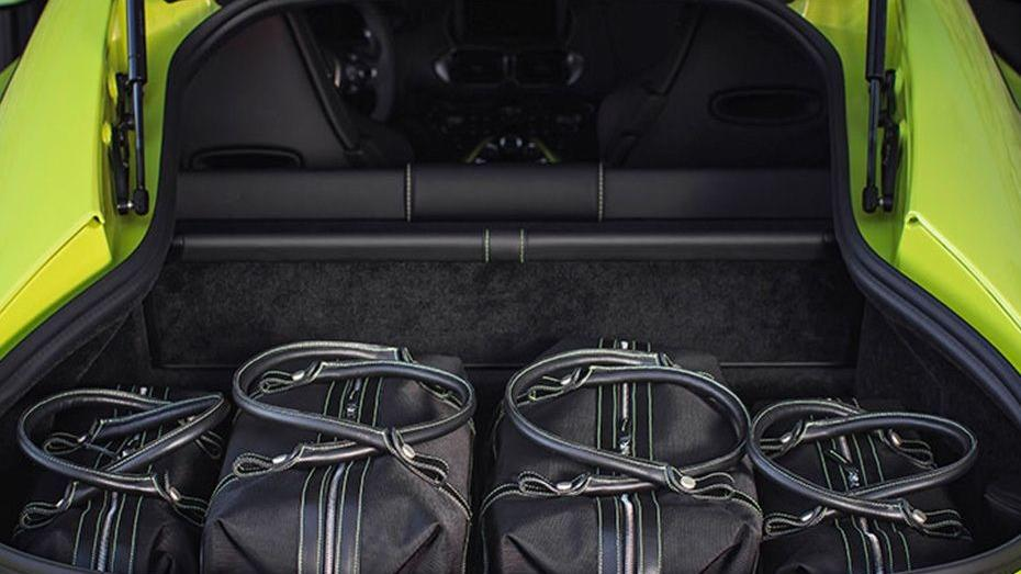 Aston Martin Vantage 2019 Interior 009
