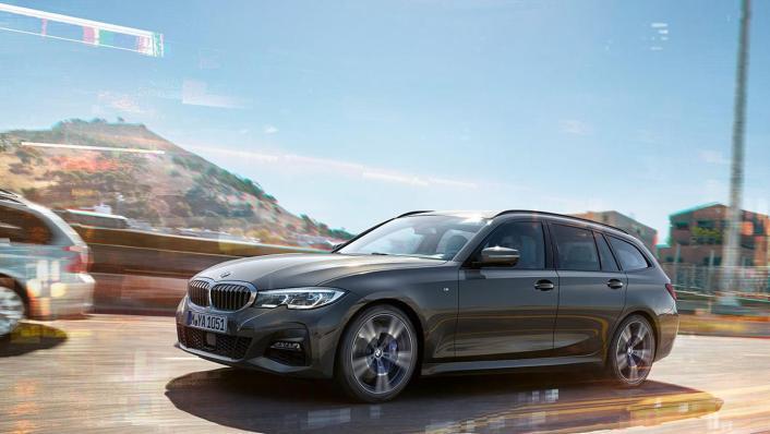 BMW 320i Touring M Sport Exterior 002