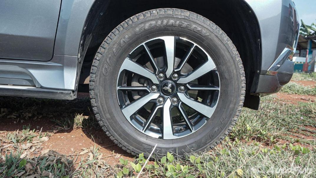 Mitsubishi Pajero Sport Dakar 4x4 AT Exterior 055