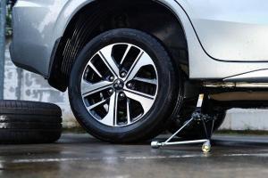 Waktunya Ganti Ban Xpander dan Pajero Sport? Nih Ada Diskon 30% dari Mitsubishi
