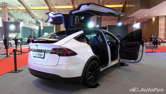 2021 Tesla Model X Exterior 002