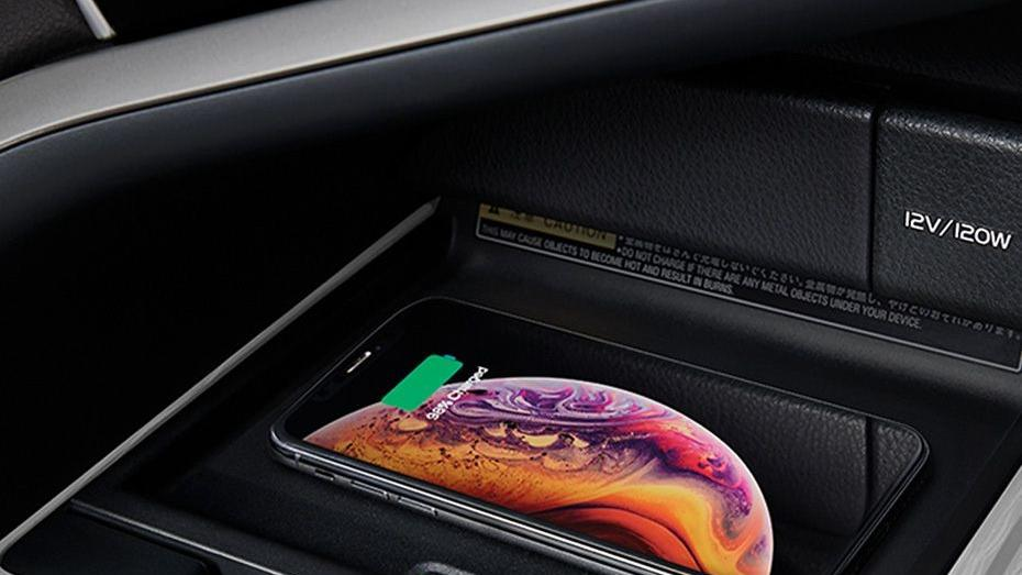 Toyota Camry 2019 Interior 087