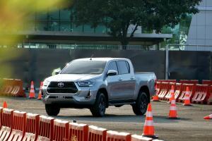 New Toyota Hilux, Kini Bukan Lagi Mobil Untuk Kerja Kasar