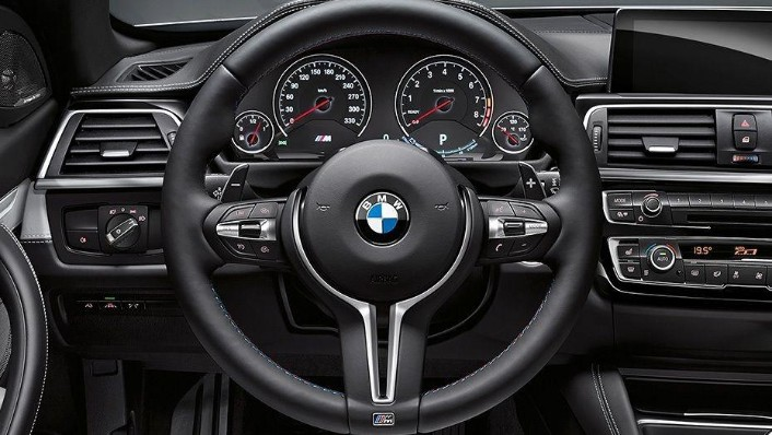 BMW M4 Coupe 2019 Interior 001
