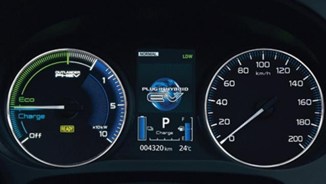 Mitsubishi Outlander PHEV 2019 Interior 001