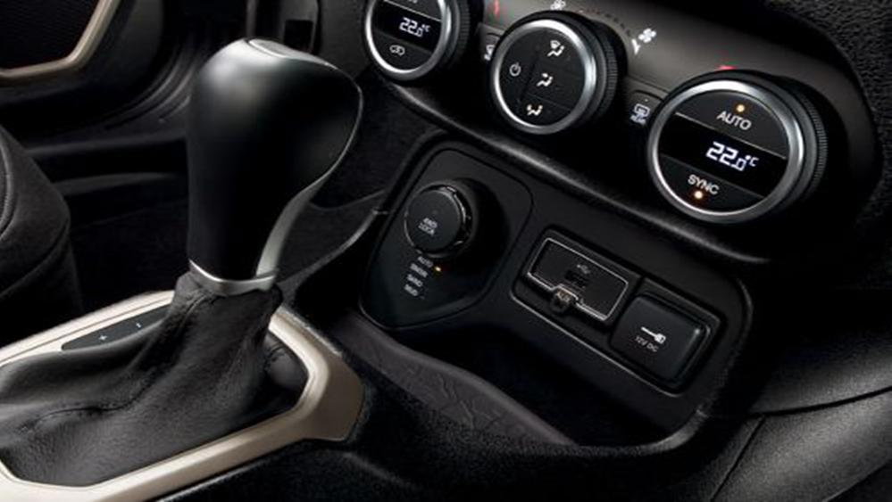 Jeep Renegade 2019 Interior 011