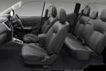Kepraktisan Mitsubishi Triton vs Toyota Hilux, Mana yang Lebih Muat Banyak?