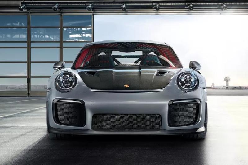 Overview Mobil: Mobil Porsche 911 Carrera 4 Cabriolet Black Edition PDK dibanderol dengan harga mulai dari Rp5,900,000 - 3,300,000 02