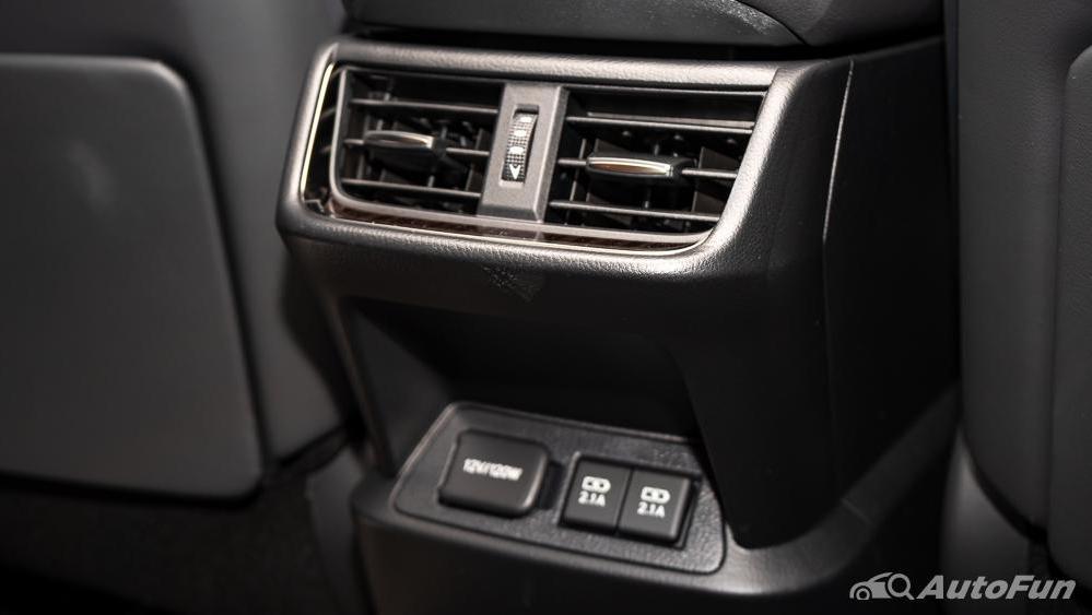 Lexus ES 2019 Interior 024