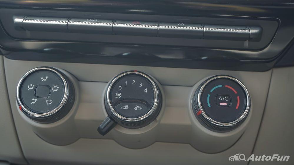 Renault Triber RXZ MT Interior 017