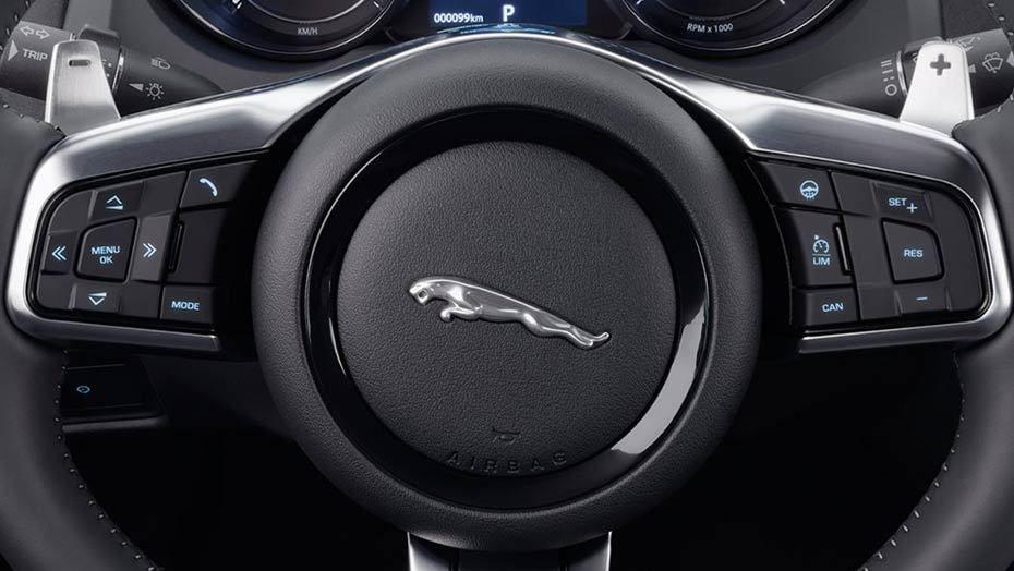 Jaguar F-TYPE 2019 Interior 008