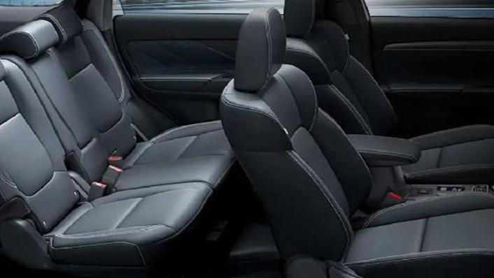 Mitsubishi Outlander PHEV 2019 Interior 005
