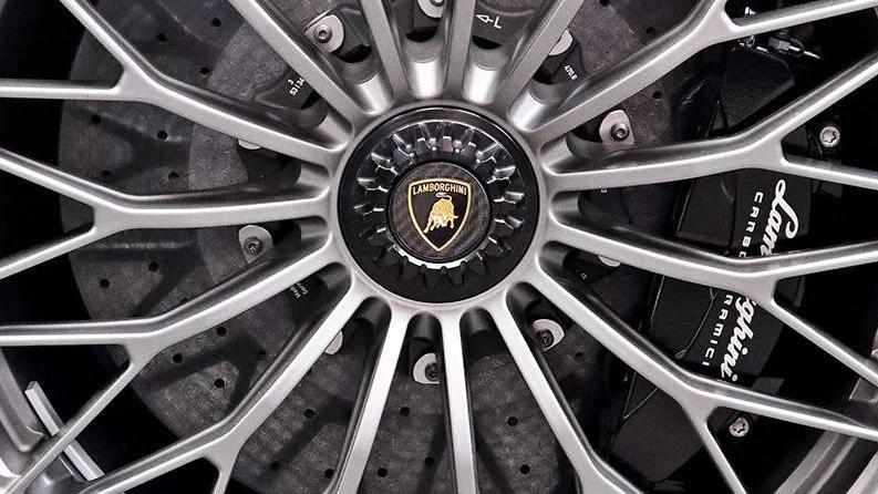 Lamborghini Aventador 2019 Exterior 045