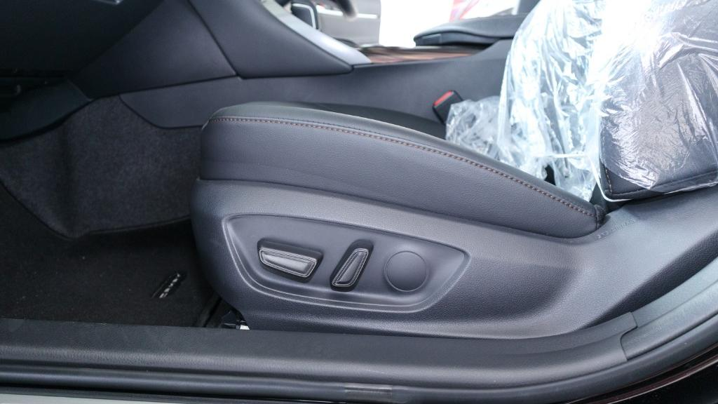 Toyota Camry 2019 Interior 033
