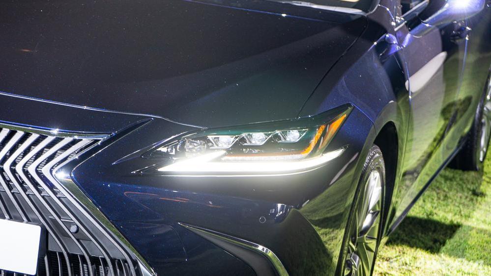 Lexus ES 2019 Exterior 017
