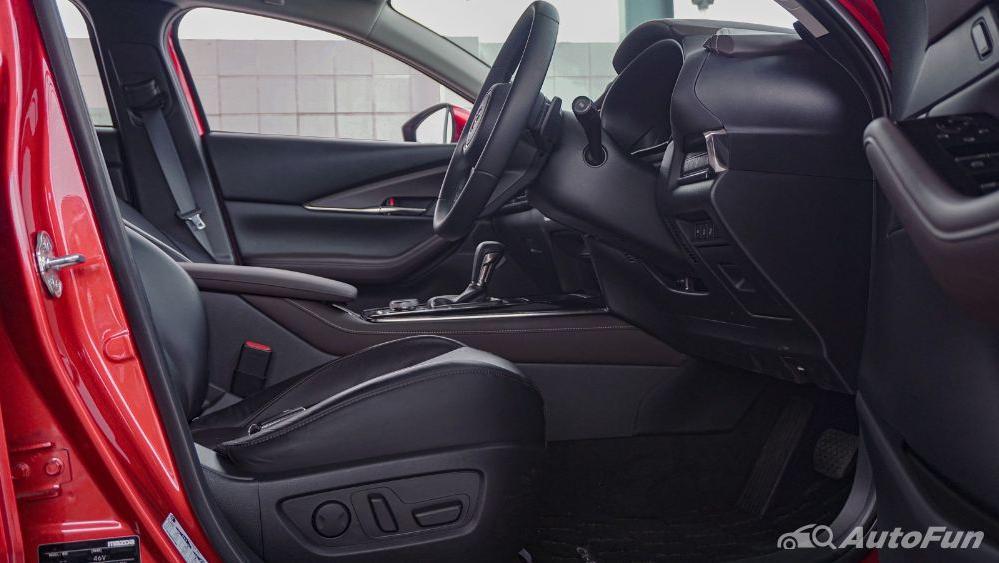 Mazda CX 30 GT Interior 011