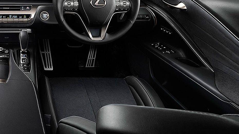 Lexus LC 2019 Interior 002