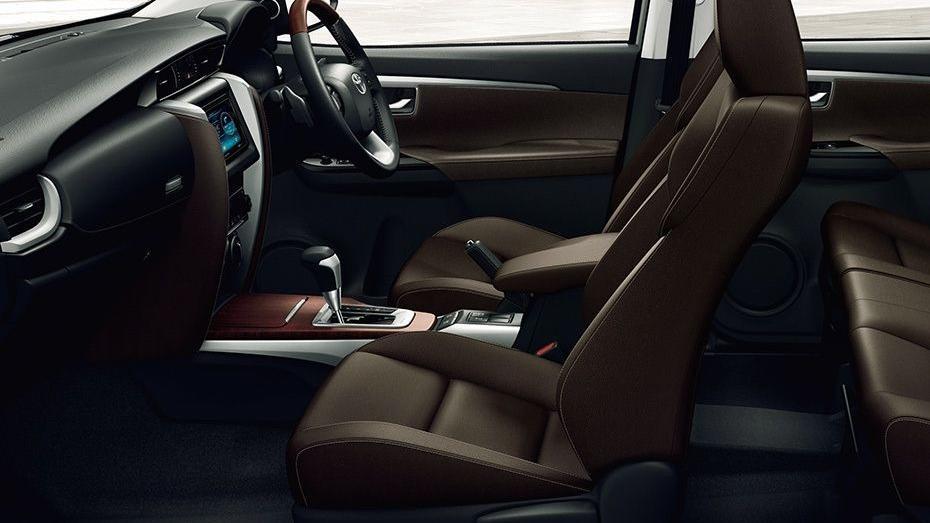 Toyota Fortuner 2019 Interior 047