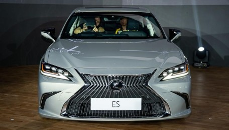 Lexus ES 300h Ultra Luxury Daftar Harga, Gambar, Spesifikasi, Promo, FAQ, Review & Berita di Indonesia | Autofun