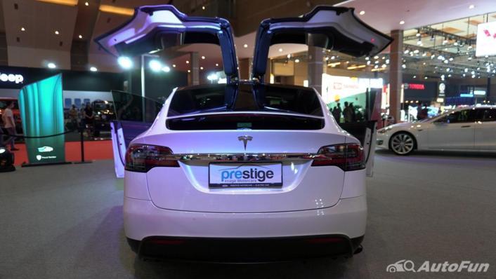 2021 Tesla Model X Exterior 003