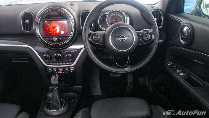 MINI Countryman Copper S Interior 002