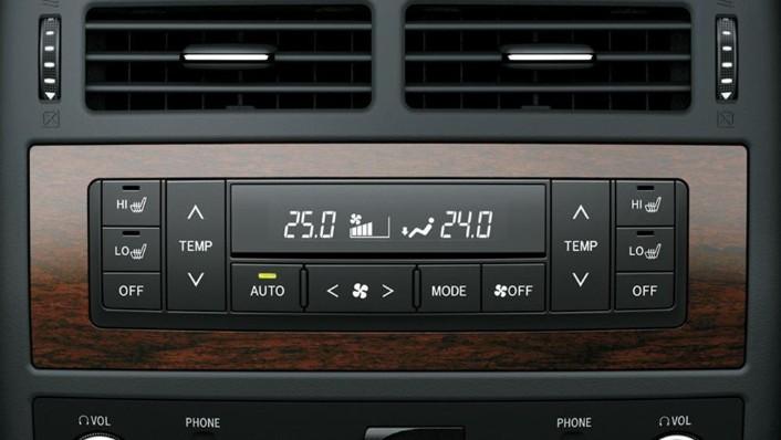 Toyota Land Cruiser 2019 Interior 002
