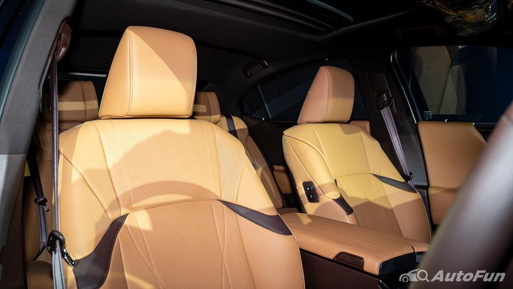 Lexus ES 2019 Interior 015
