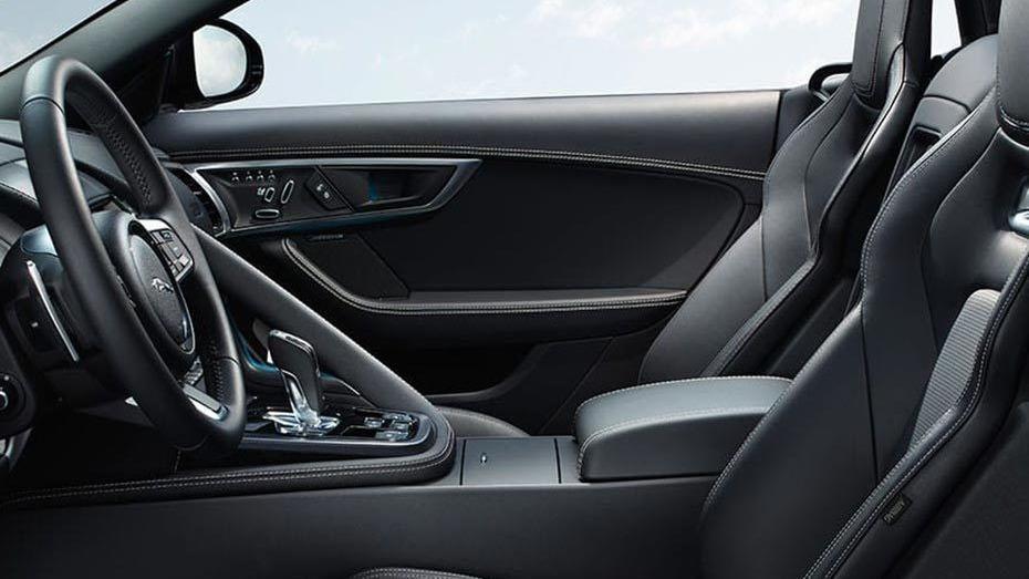 Jaguar F-TYPE 2019 Interior 015