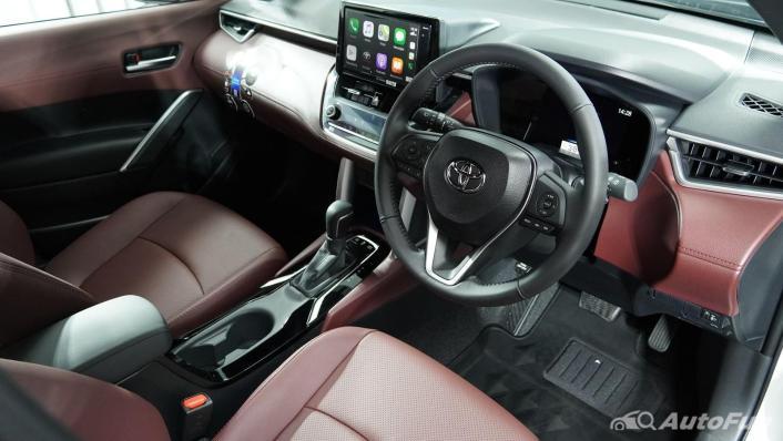 Toyota Corolla Cross Hybrid Interior 003