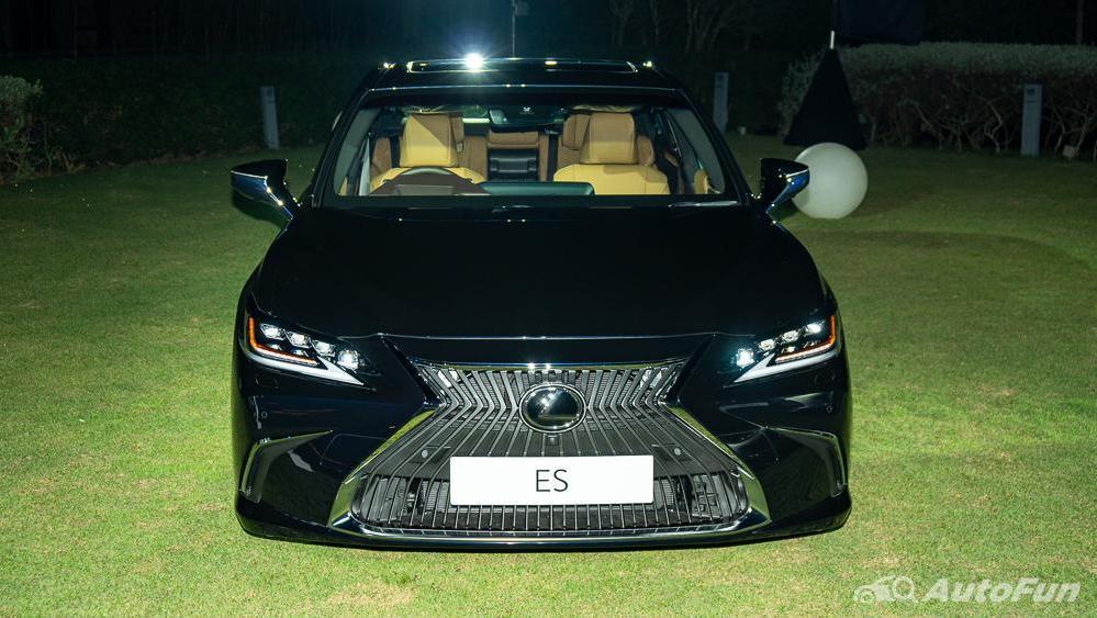 Lexus ES 2019 Exterior 002