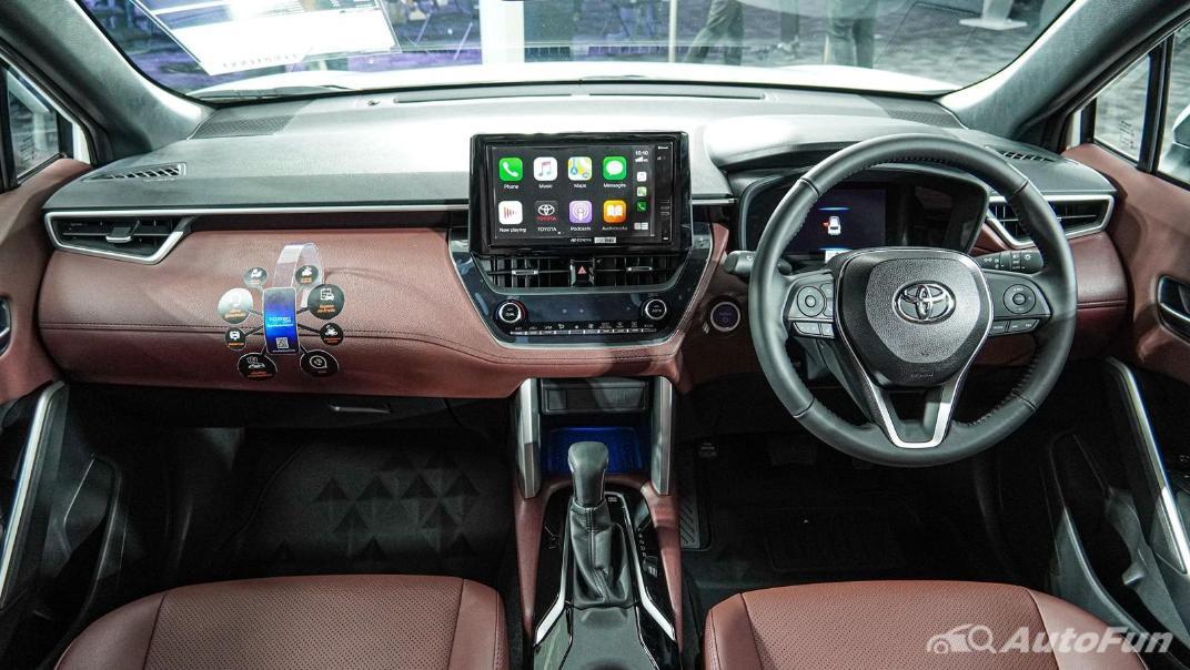 Toyota Corolla Cross Hybrid Interior 002
