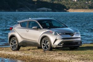 Review Toyota C-HR 2020: SUV Unik Toyota Bergaya Coupe