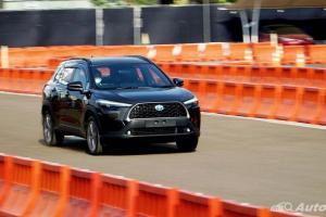 Perbandingan Konsumsi BBM Toyota Corolla Cross Konvensional dan Hybrid, Bedanya Jauh