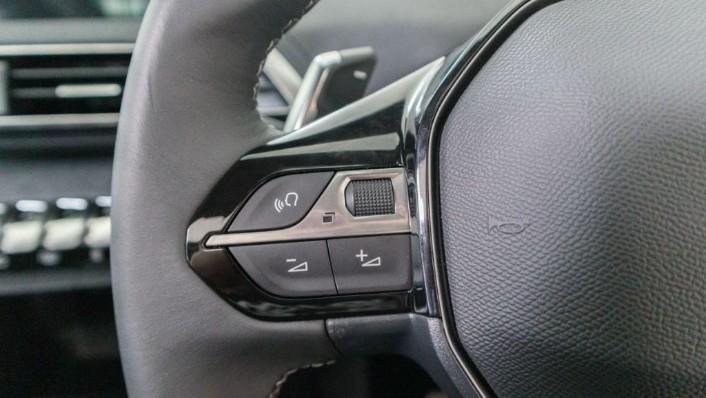 Peugeot 5008 2019 Interior 008