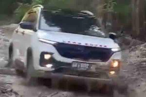 Meski FWD, Wuling Almaz Buktikan Kemampuan Lewati Jalan Berlumpur di Kalimantan Tengah