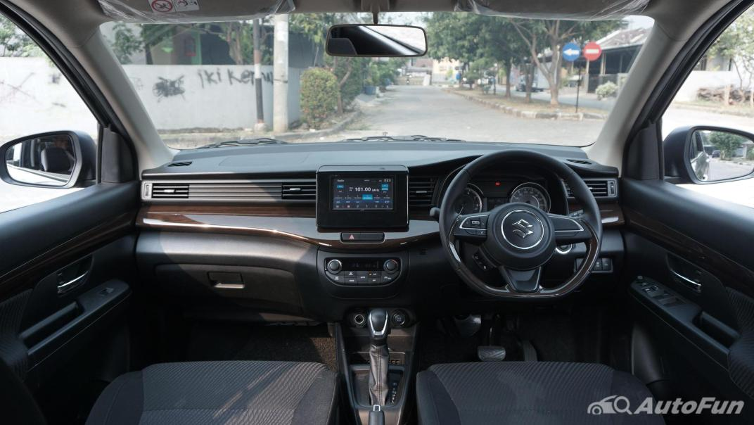 Suzuki Ertiga Sport AT Interior 001