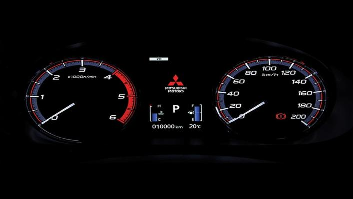Mitsubishi Triton Exceed MT Double Cab 4WD Interior 003