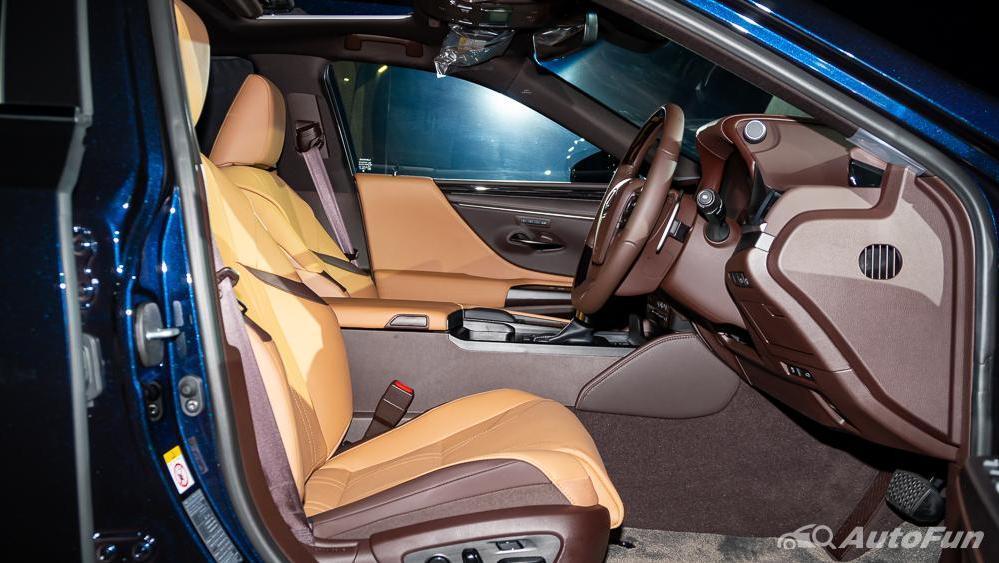 Lexus ES 2019 Interior 014