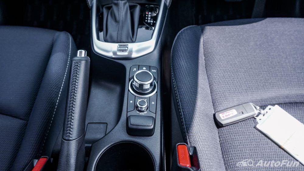 Mazda 2 GT AT Interior 017