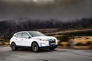Debut Global BMW iX 2021 di China, Grill-nya Bikin Geleng Kepala