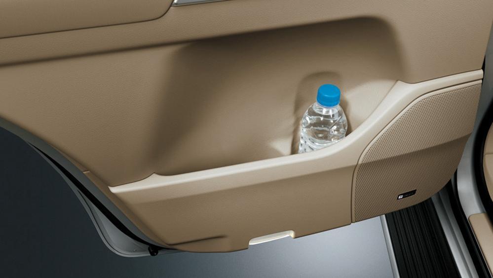 Toyota Land Cruiser 2019 Interior 009