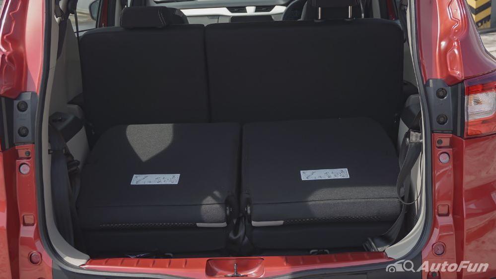 Renault Triber RXZ MT Interior 039